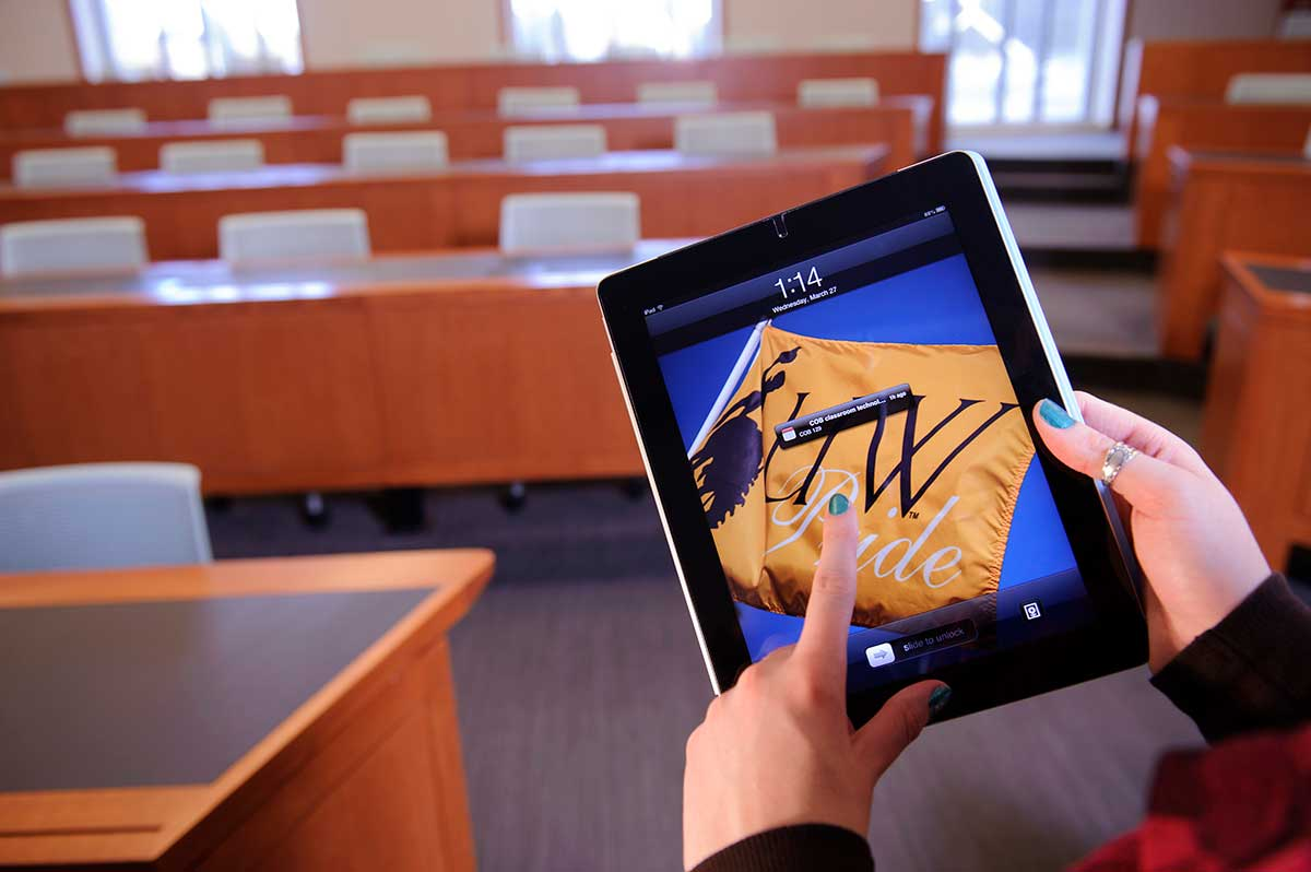 smartphone learning at universities A review on the impact of smartphones on academic performance of students higher learning institutions own smartphones to the university is governed and.