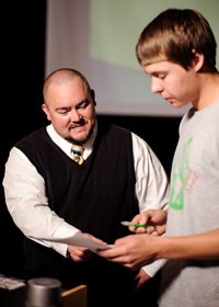 Justin Stewart Receives UW's Golden Apple Award