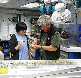 UW Researchers Contribute to Nature Paper that Examines Deep Ocean Rock Recovery