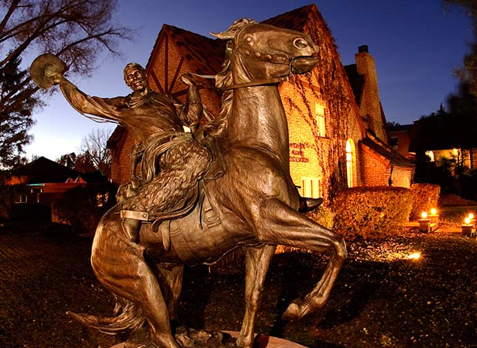 Picture of steamboat statue at night in front of the Alumni house